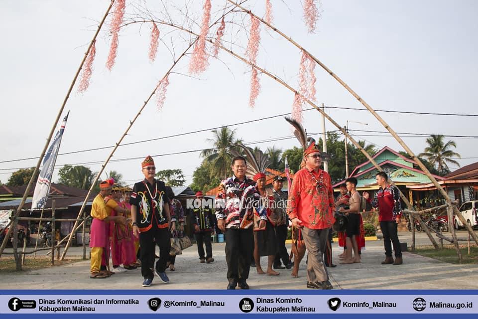 pagelaran-festival-seni-dan-budaya-dayak-kalimantan