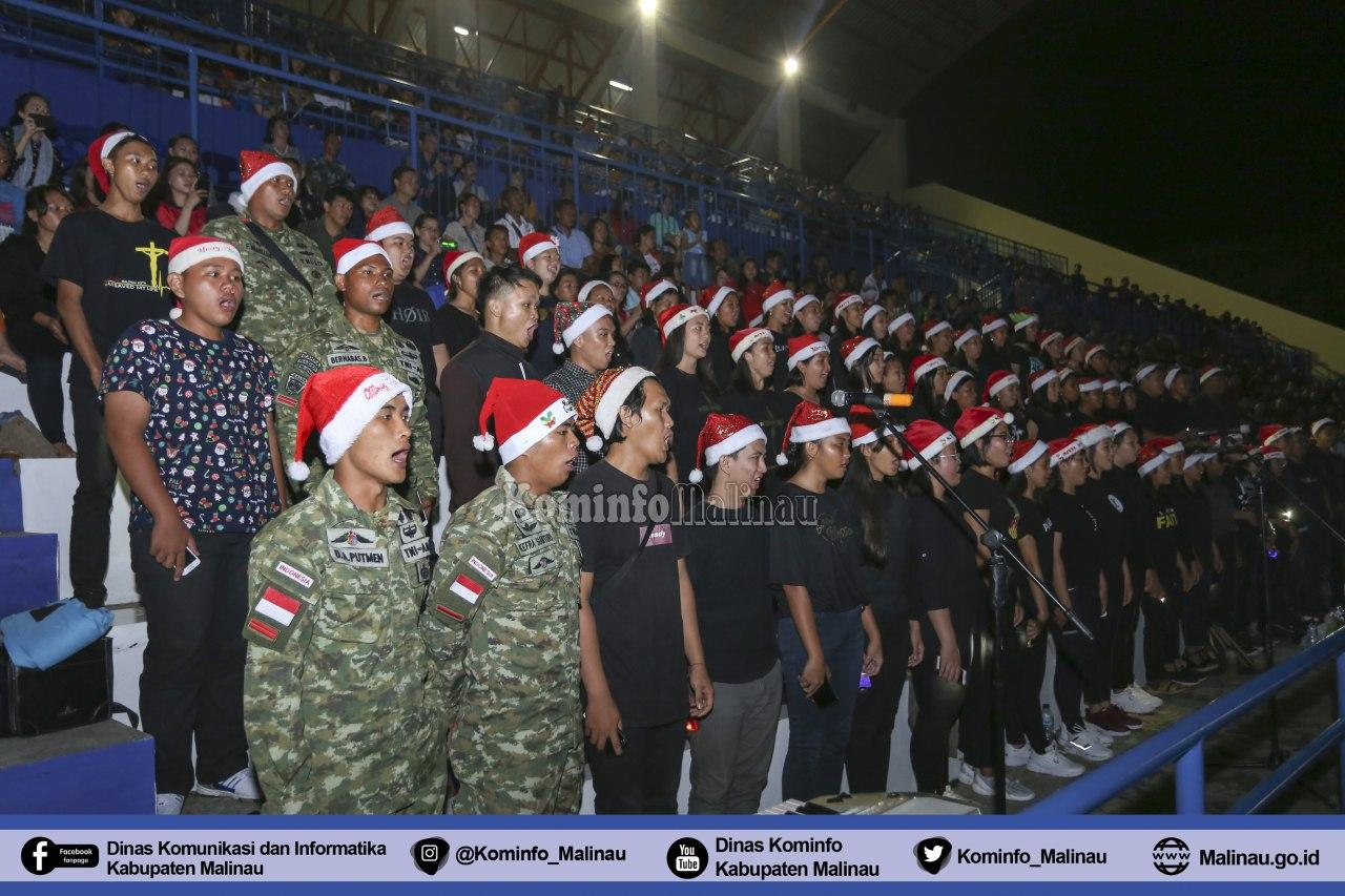 masyarakat-penuhi-stadion-utama-dalam-perayaan-ibadah-natal-bupati-malinau